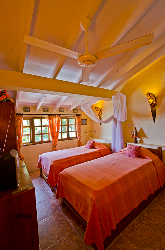 Seychelles_appartment_annex_bedroom_1