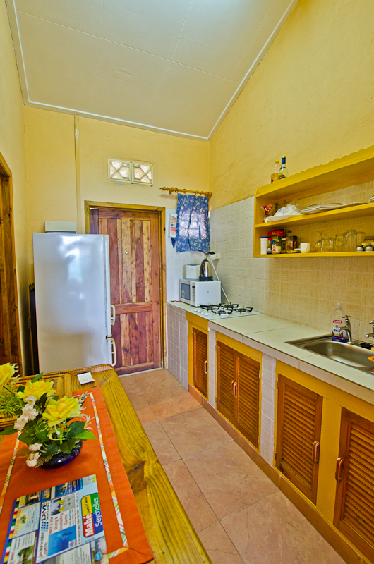 Seychelles_appartment_kitchenette_1