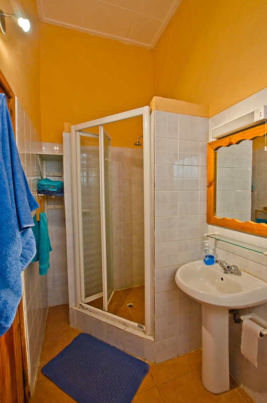 Seychelles_appartment_shower_1