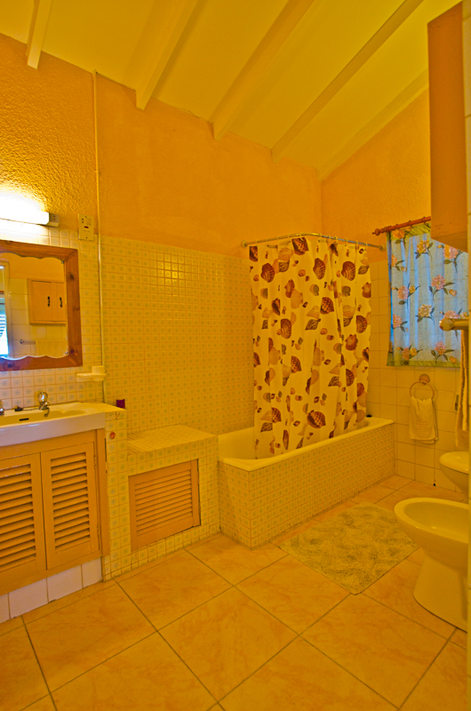 Seychelles_house_bathroom_1