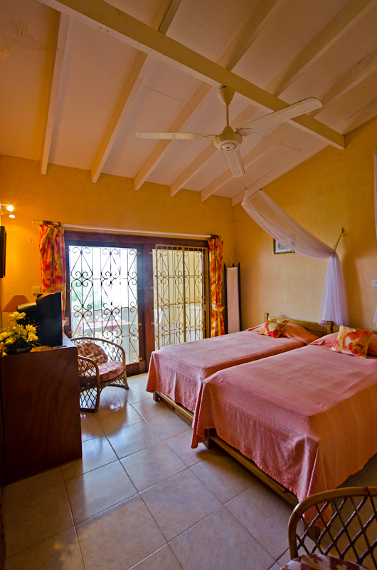 Seychelles_house_bedroom_1a