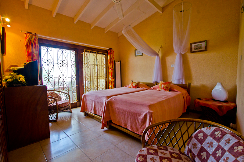 Seychelles_house_bedroom_1b